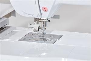NV880E-needle-threader